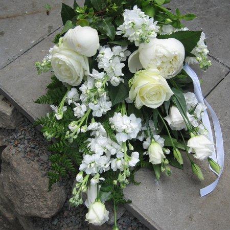 billiga blommor till begravning